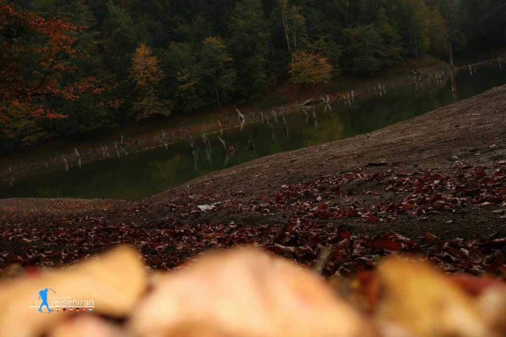 غروب در دریاچه