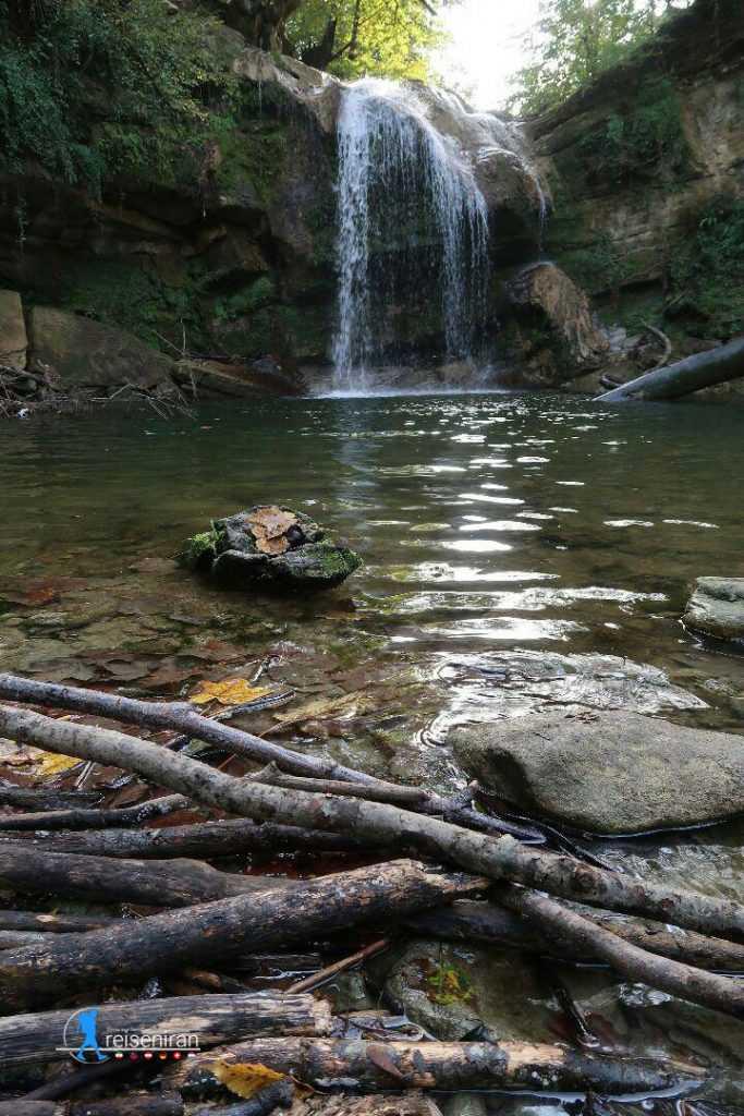 نمای آبشار تیرکن