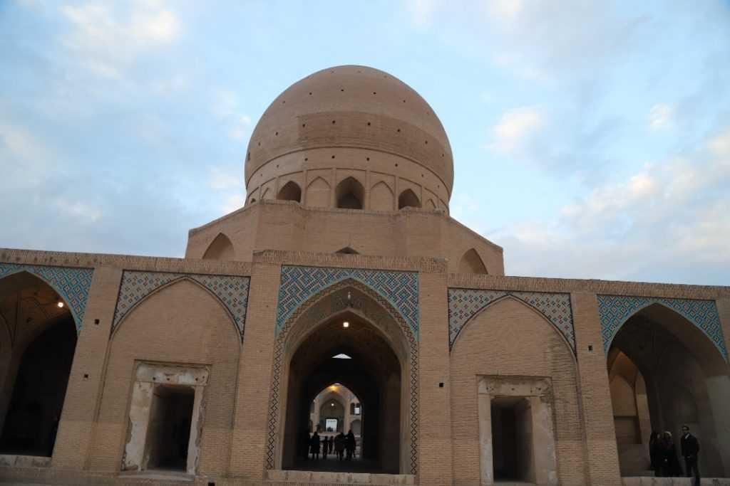 نماي پشت مسجد آقابزرگ كاشان
