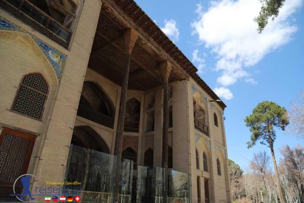 ورودی کاخ هشت بهشت اصفهان