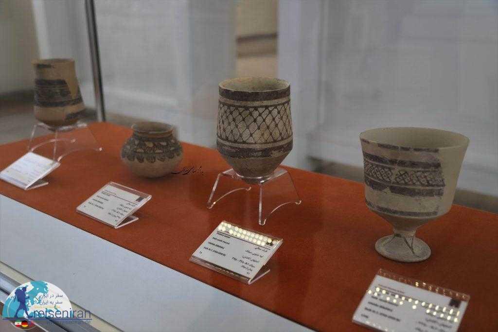 آثار کشف شده در تپه سیلک در موزه ملی ایران