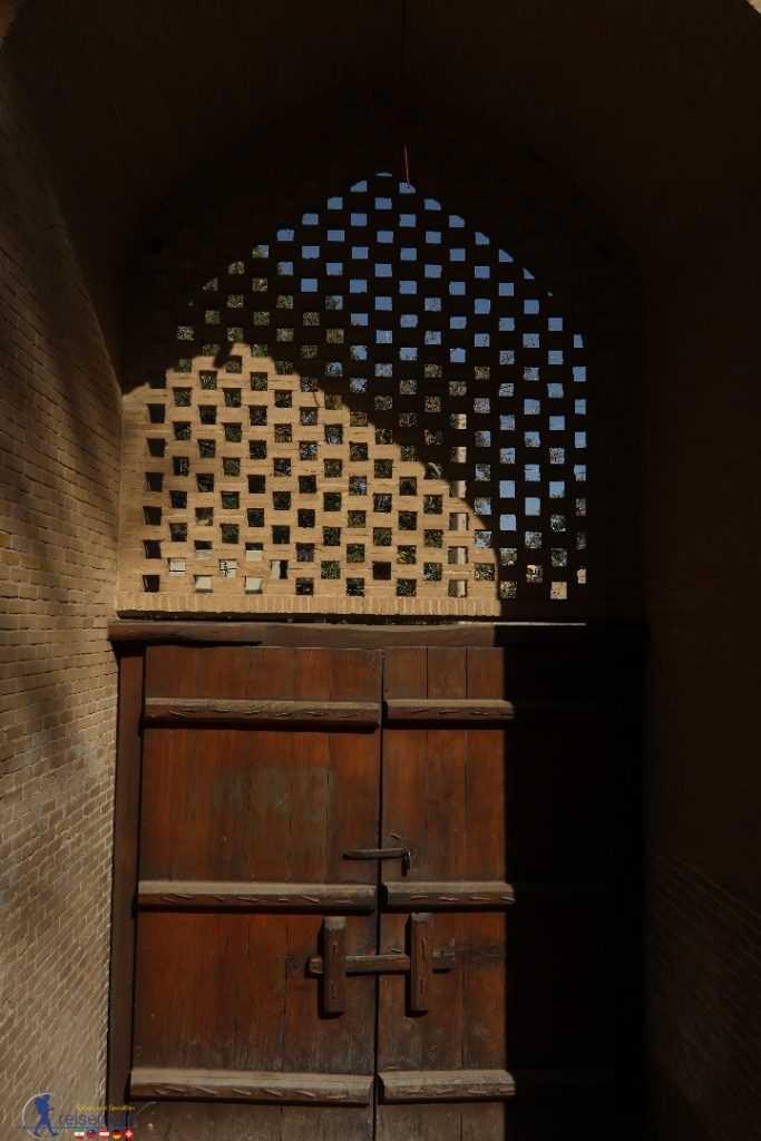 درب چوبی باغ فین کاشان