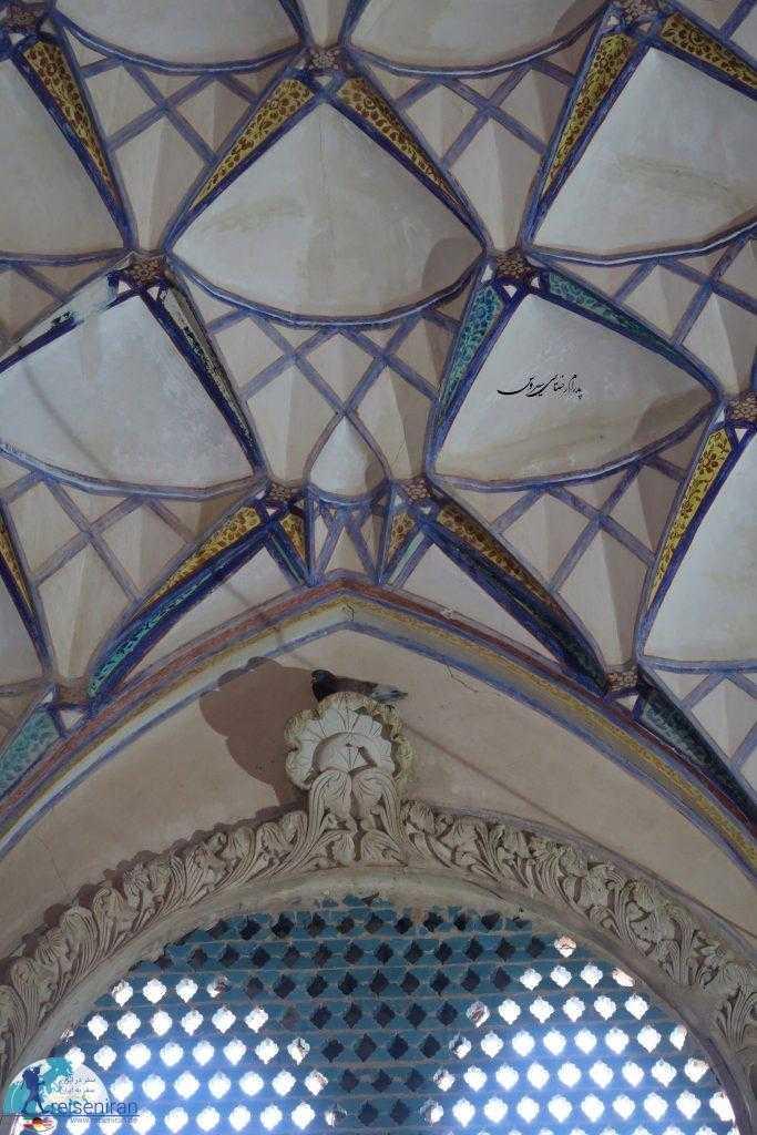 سقف خوش رنگ خانه بروجردی ها