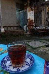 نوشیدن چای در بازار رشت