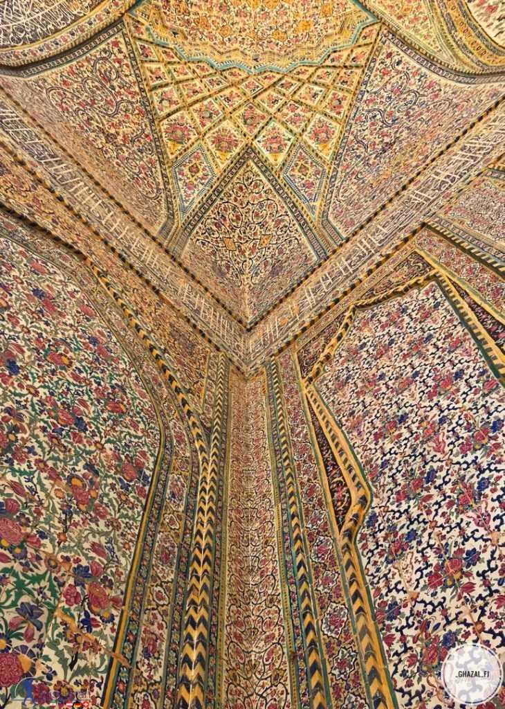 دیوار زیبای مسجد وکیل