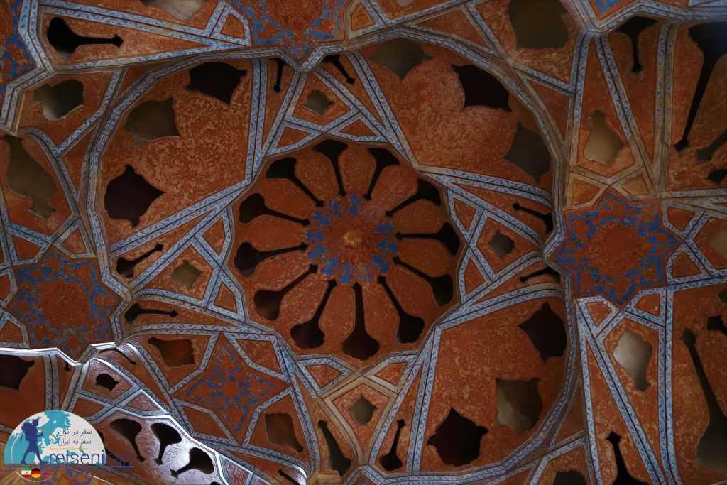 سقف تالار موسیقی عالیقاپو