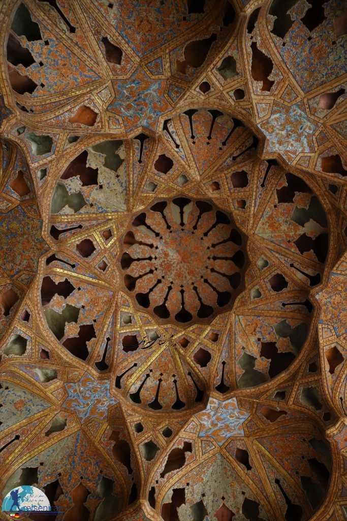سقف تالار موسیقی کاخ عالی قاپو اصفهان