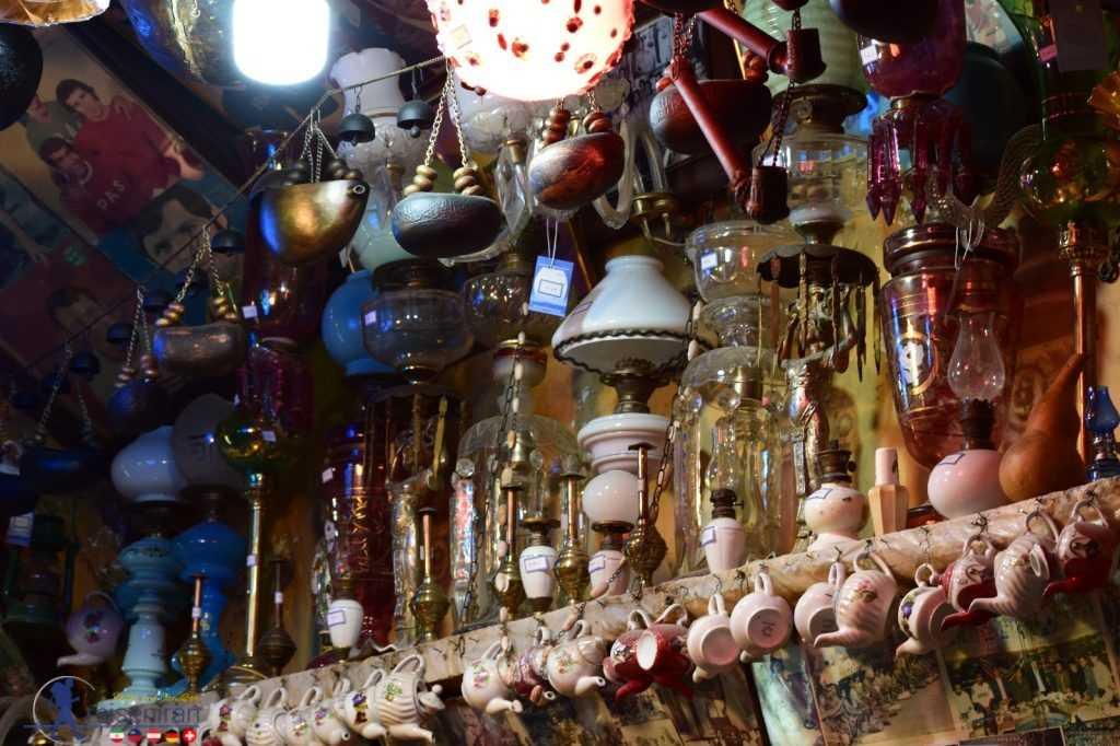 وسایل قدیمی در قهوه خانه حاج میرزا