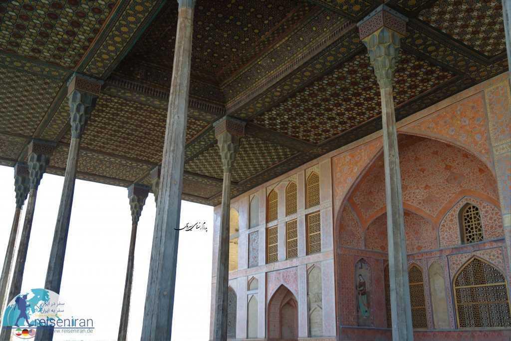 معماری ایوان عالی قاپو اصفهان