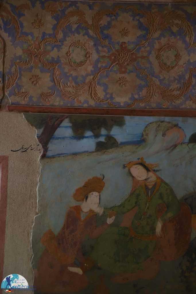 نقاشی و گچبری های کاخ عالی قاپو اصفهان