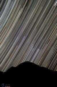 کوه تفتان در شب