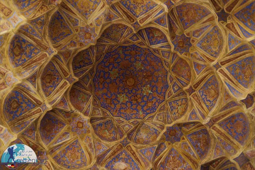 گچ بری و نقاشی های زیبای عالی قاپو اصفهان