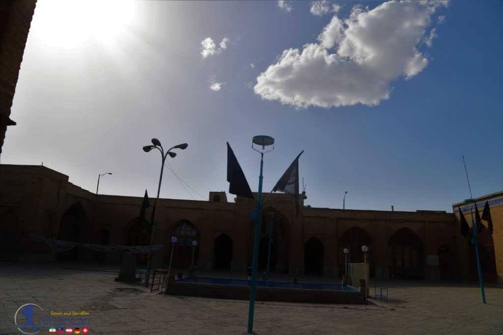 حیاط مسجد جامع گلپایگان