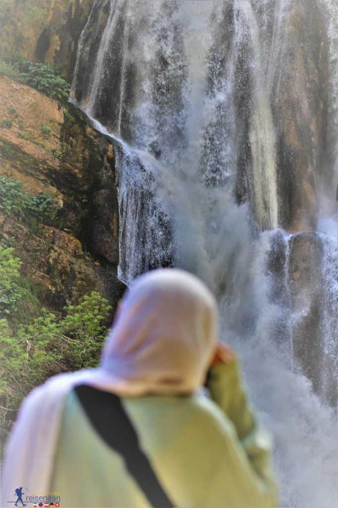 طراوت آبشار سفید