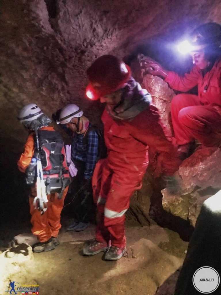 غارنوردی غار شاپور