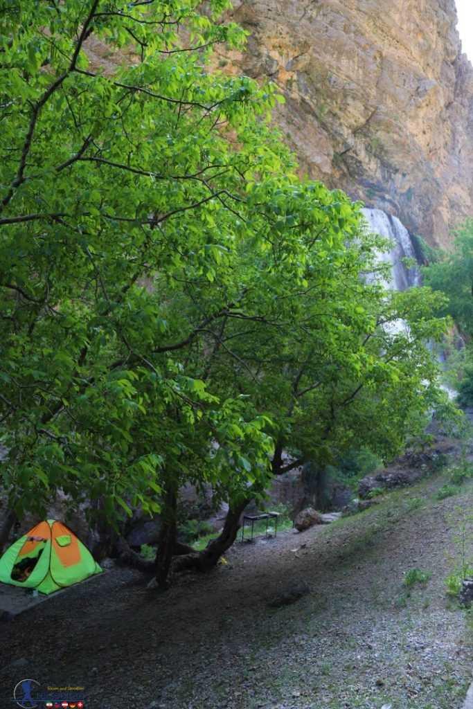 چادر آبشار آب سفید