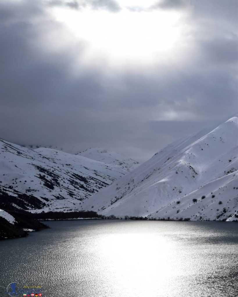 دریاچه گهر در هوای ابری زمستانی
