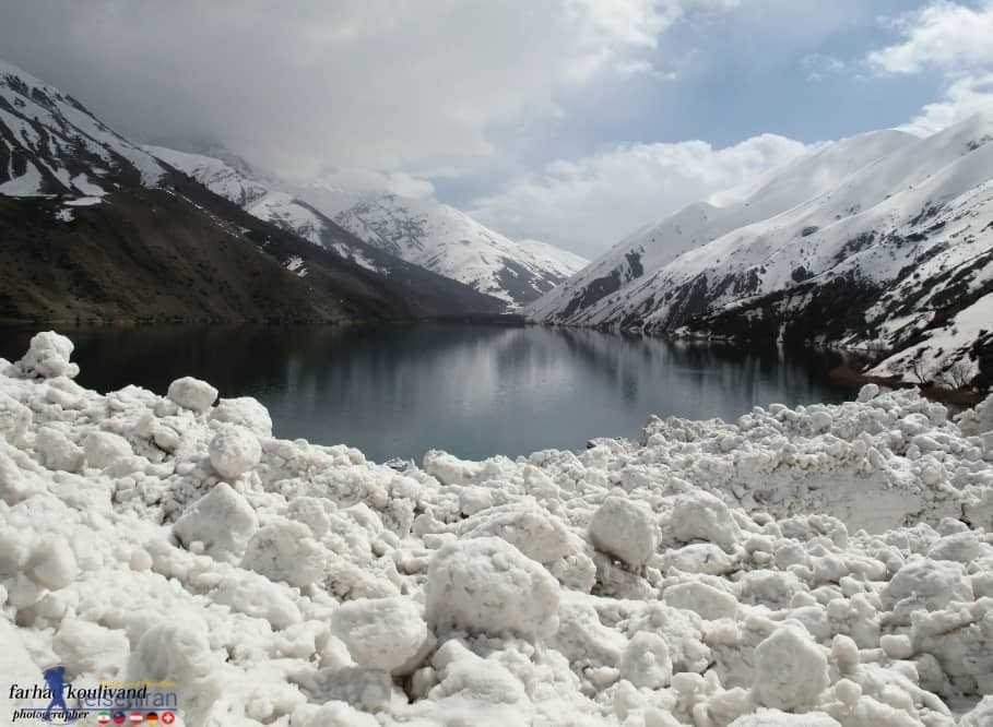 دریاچه برف گرفته