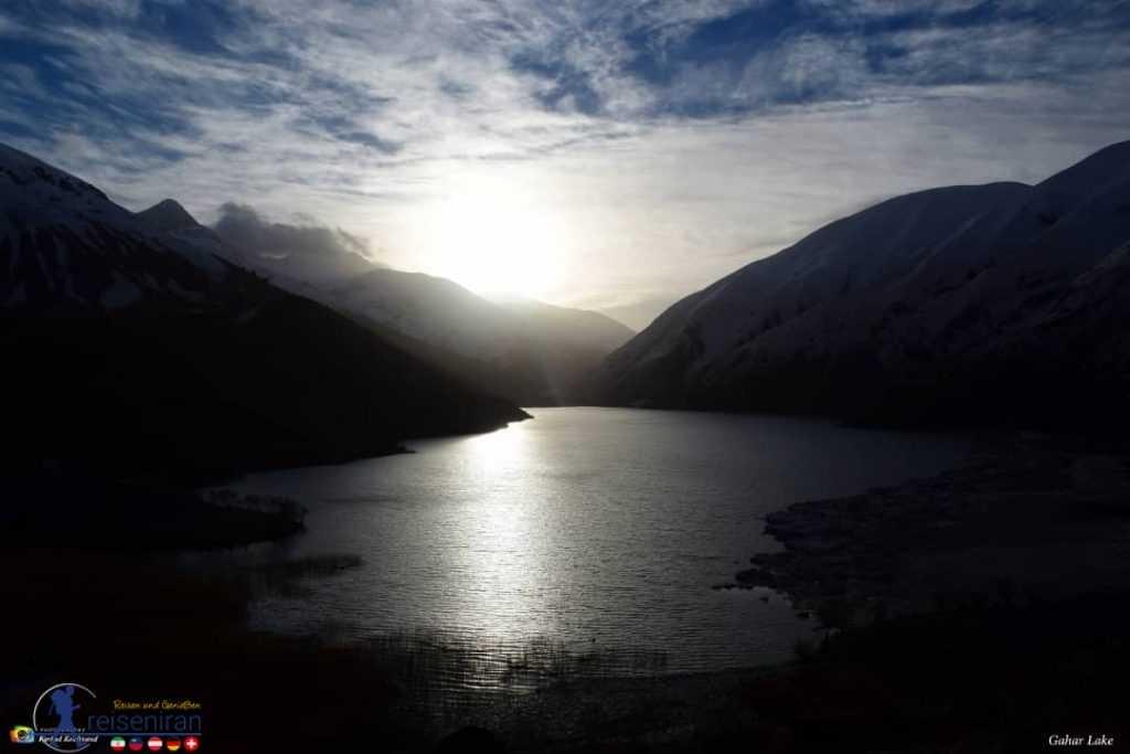 غروب آفتاب در کنار دریاچه