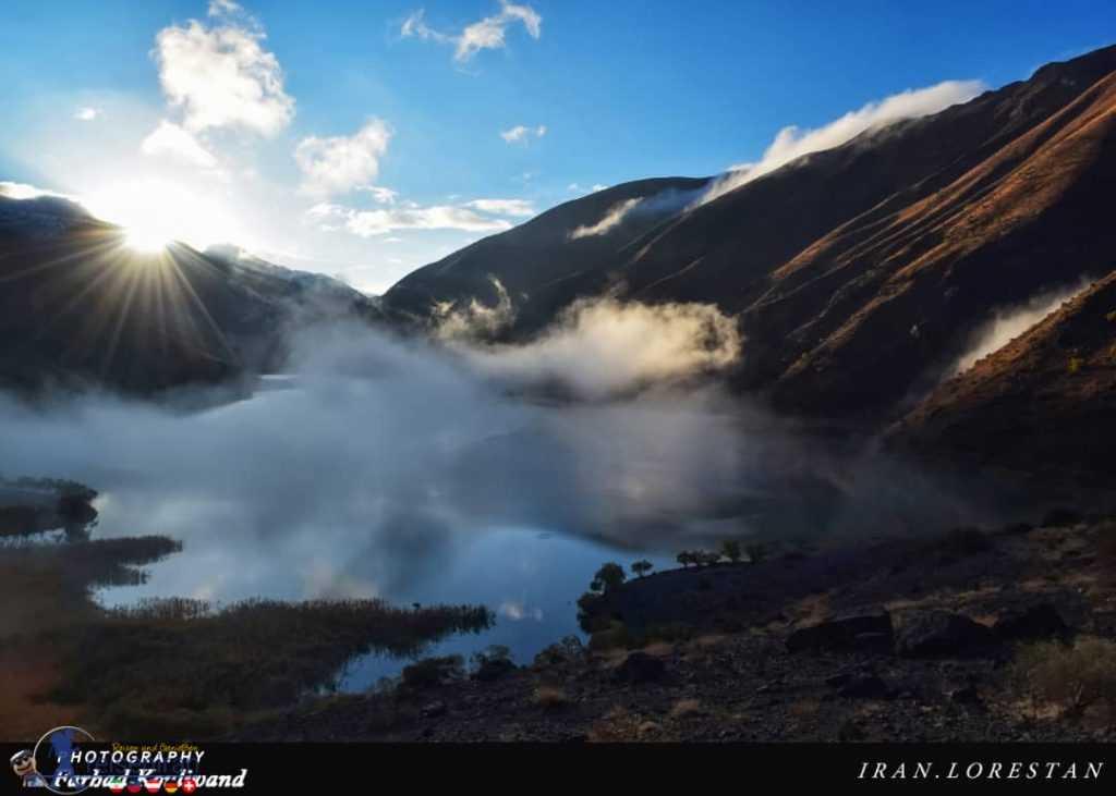 طلوع خورشید و هوای مه آلود صبحگاهی