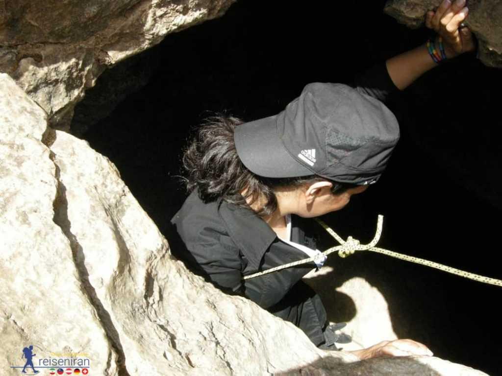 ورود به غار کهک