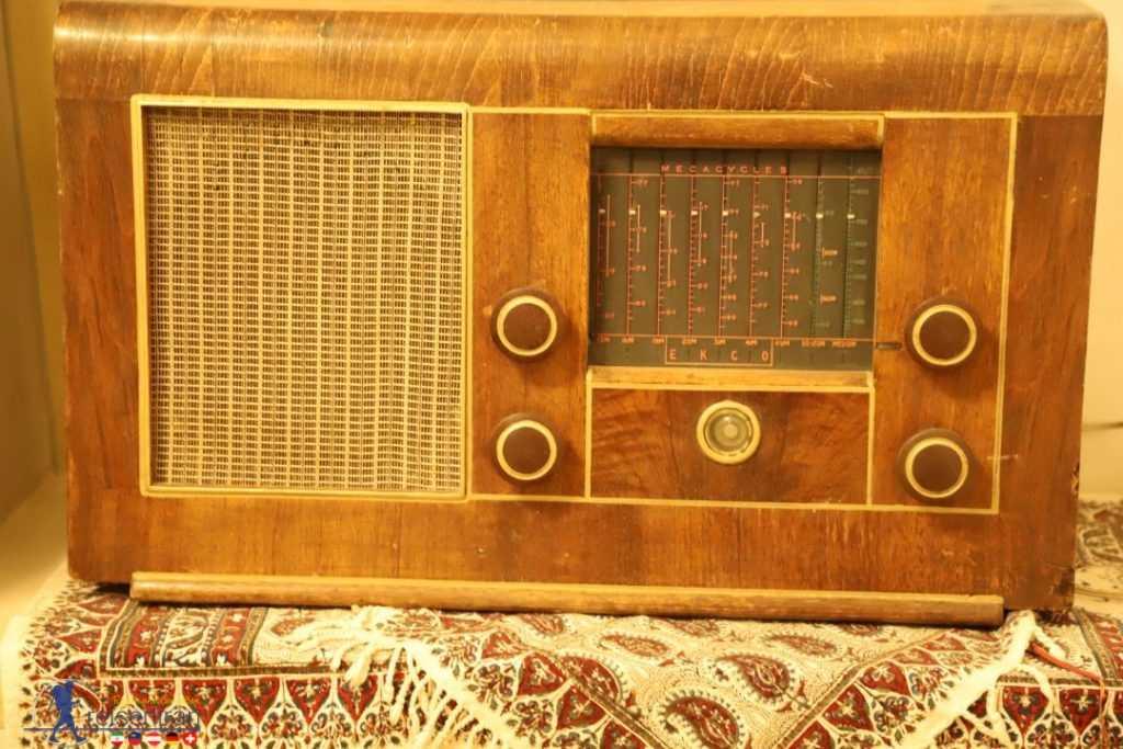 رادیو قدیمی در خانه ملاباشی اصفهان