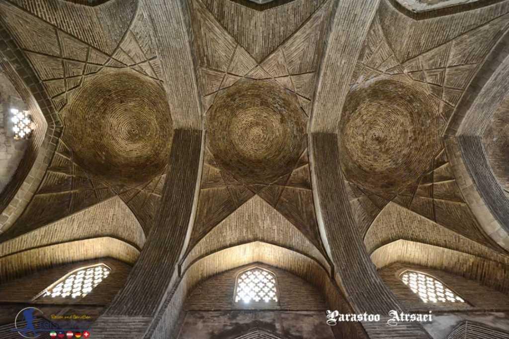 آجرچین سقف و ورودیهای نور مسجد جامع اصفهان