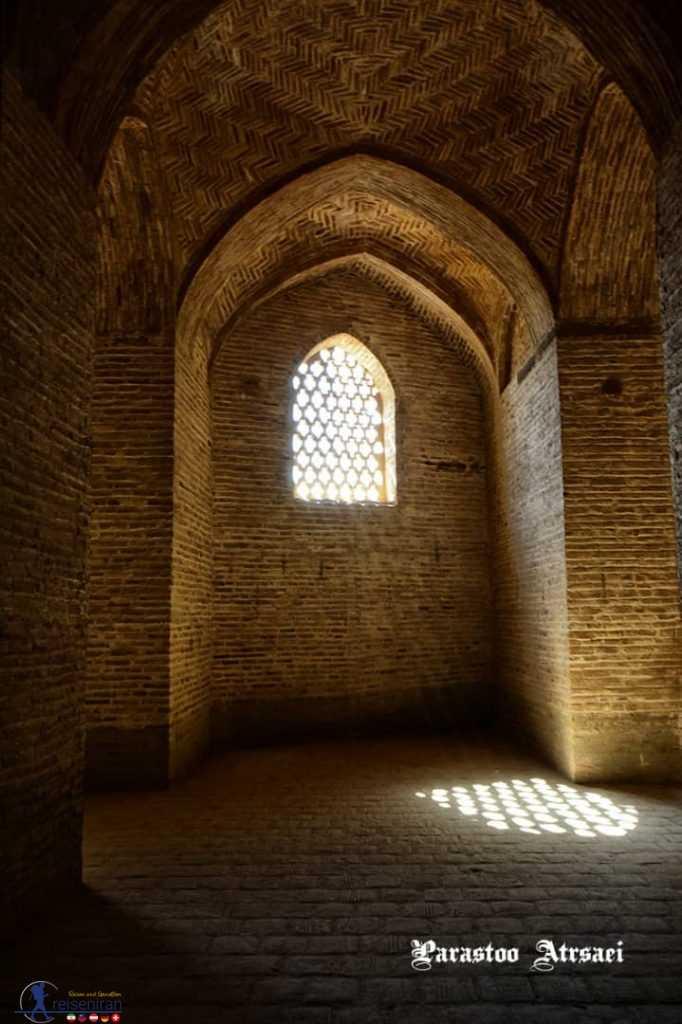 آرامش در مسجد جامع اصفهان