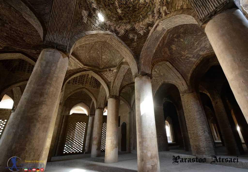 ستونهای شبستان مسجد جامع