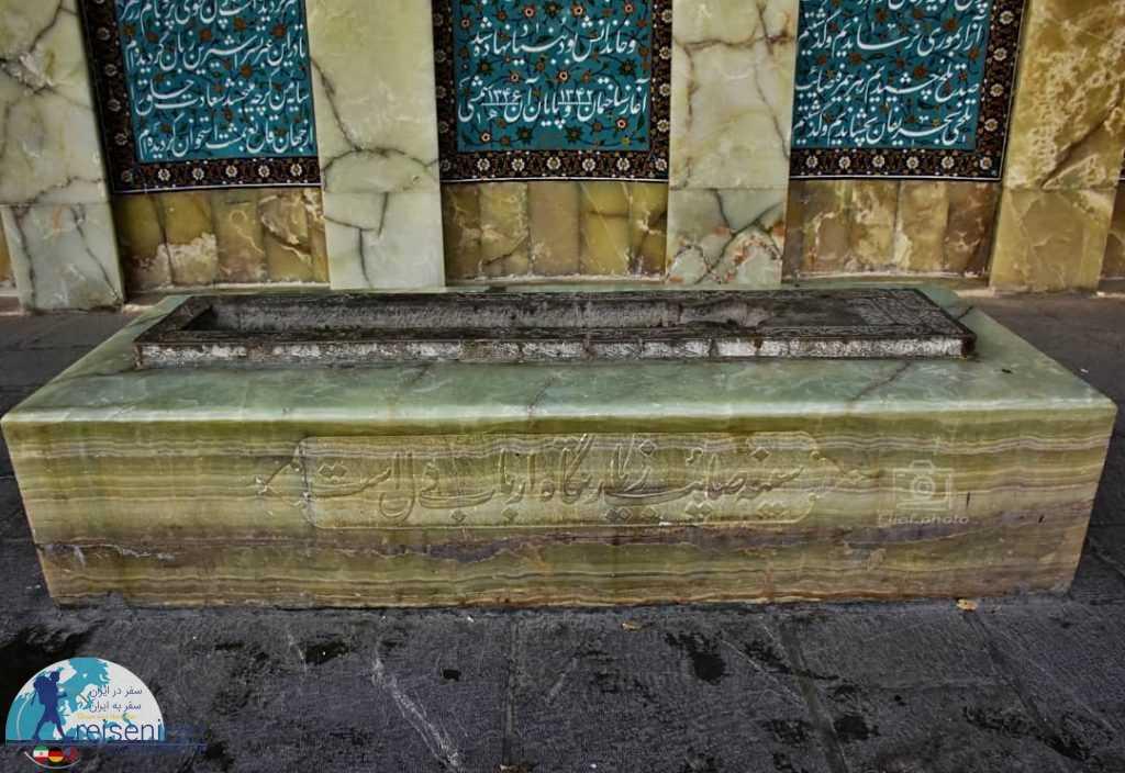 سنگ آرامگاه صائب تبریزی