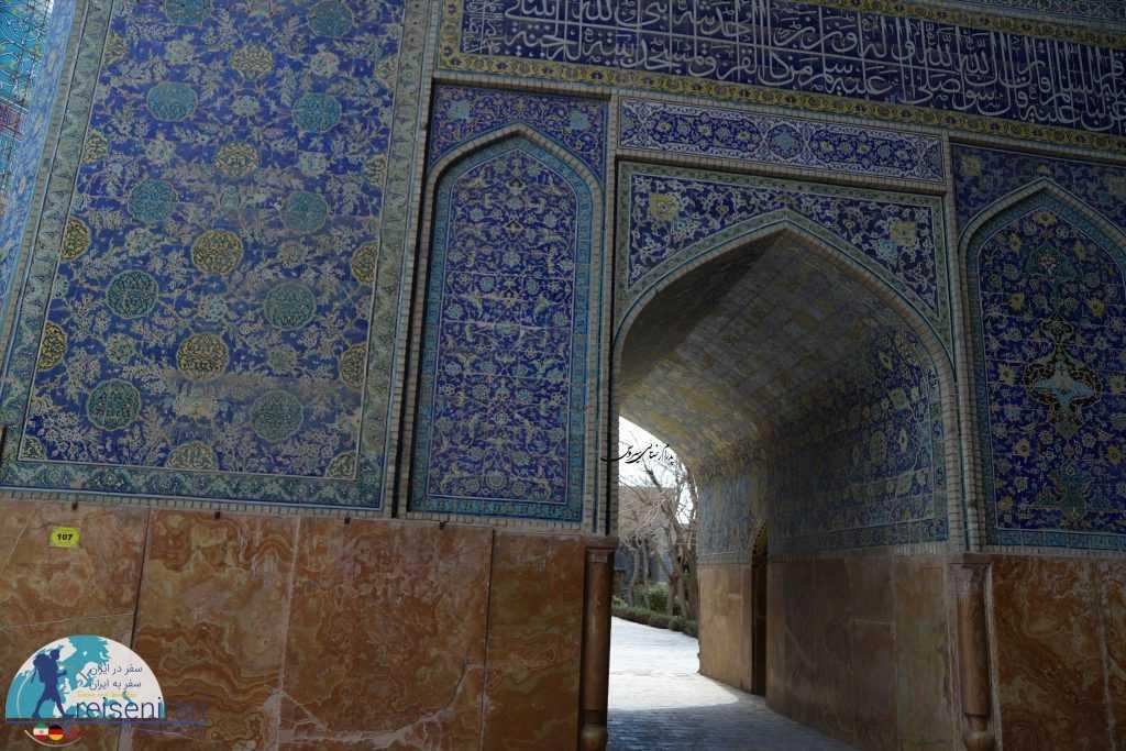 ورودی های مدرسه به مسجد شاه اصفهان