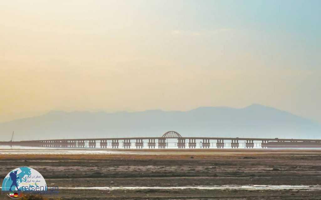 پل میانگذر دریاچه ارومیه