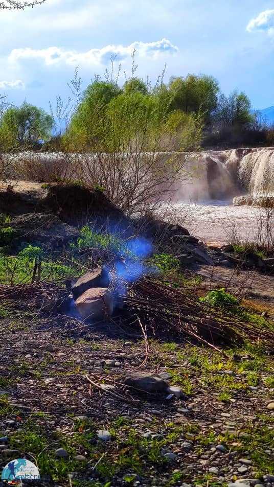 در کنار رودخانه و آبشار باراندوزچای