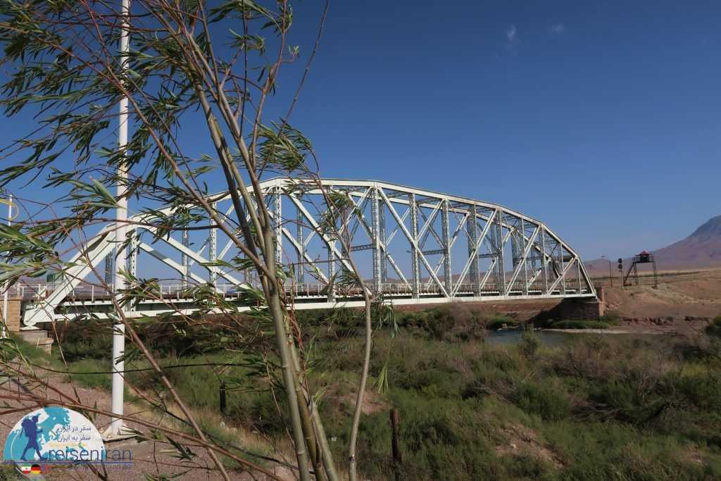پل آهنی جلفا
