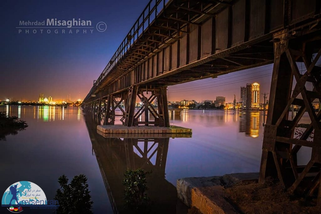 پل روی رودخانه کارون