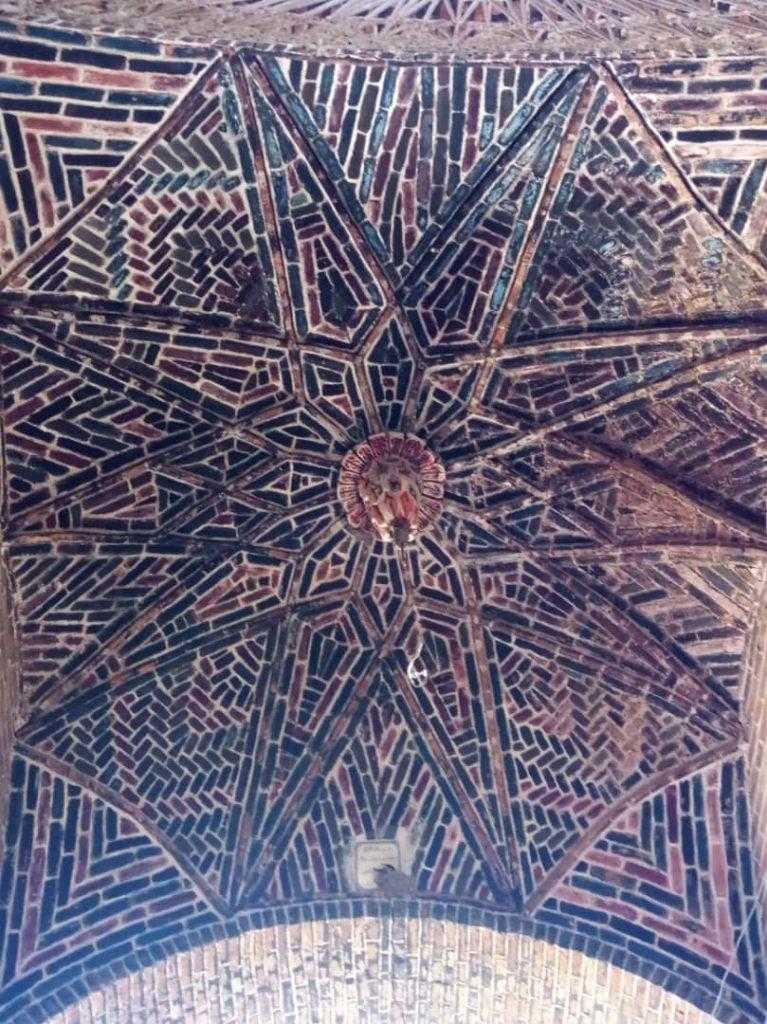 سقف زیبای موجود در بخشی از بازار رشت