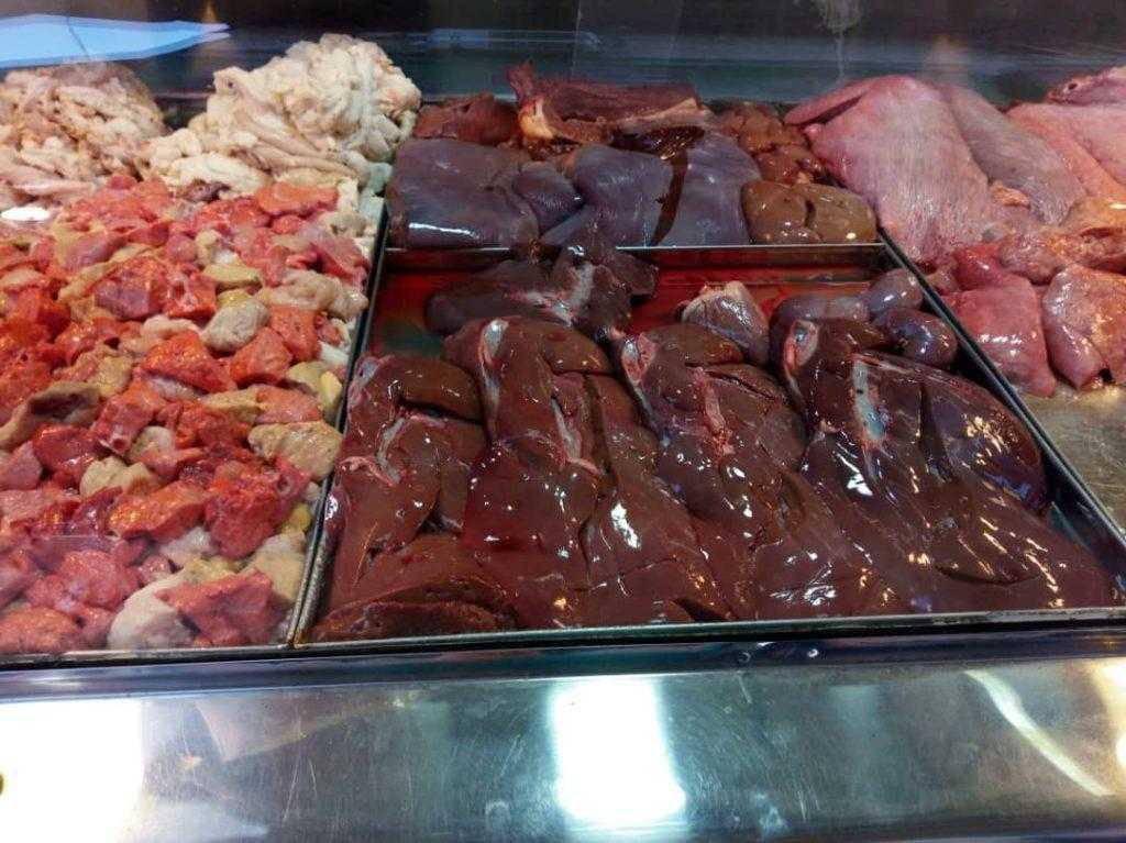 فروش انواع گوشت در بازار رشت