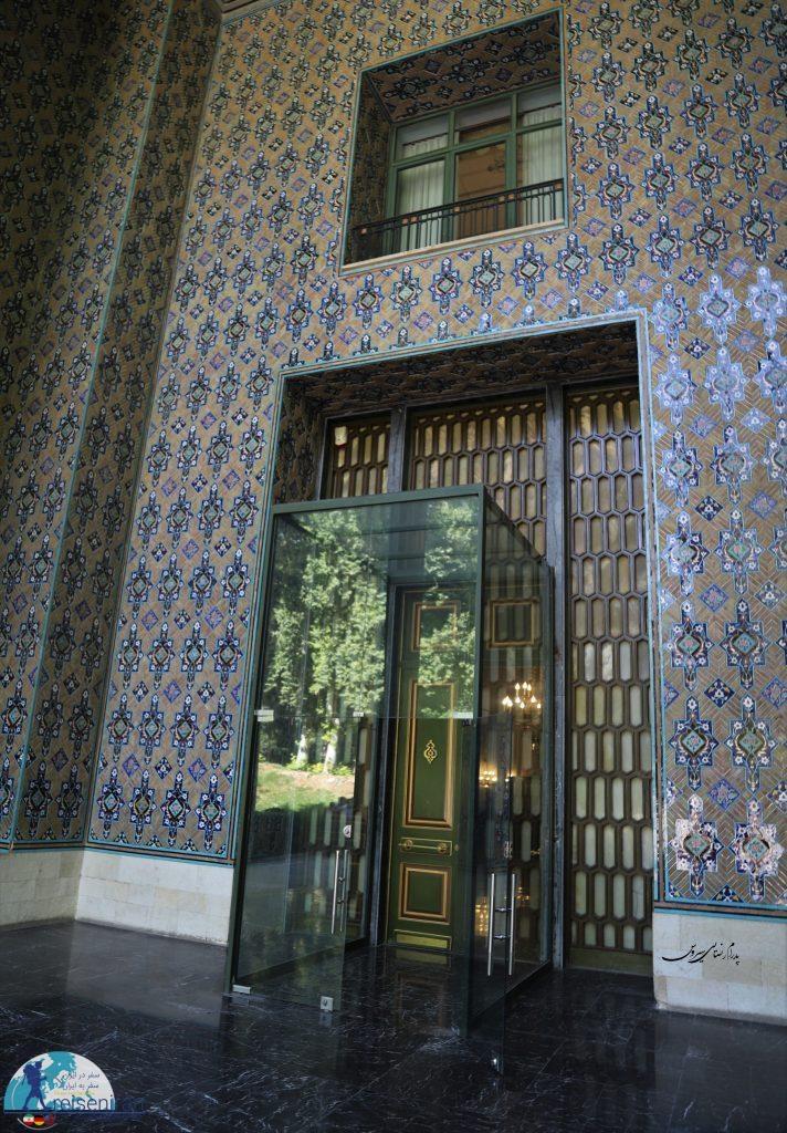 ورودی کاخ نیاوران