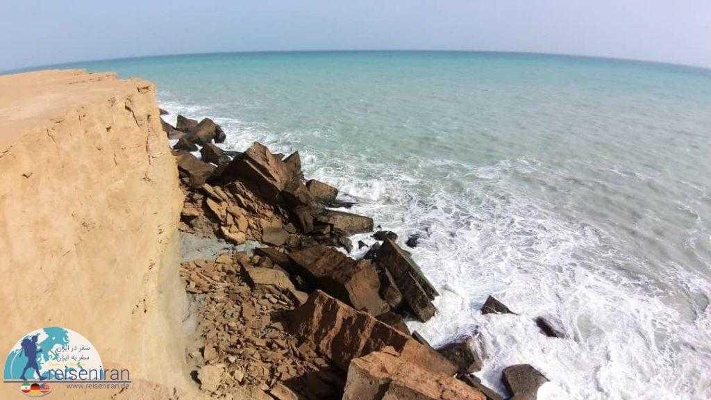 ساحل سنگی دریا عمان