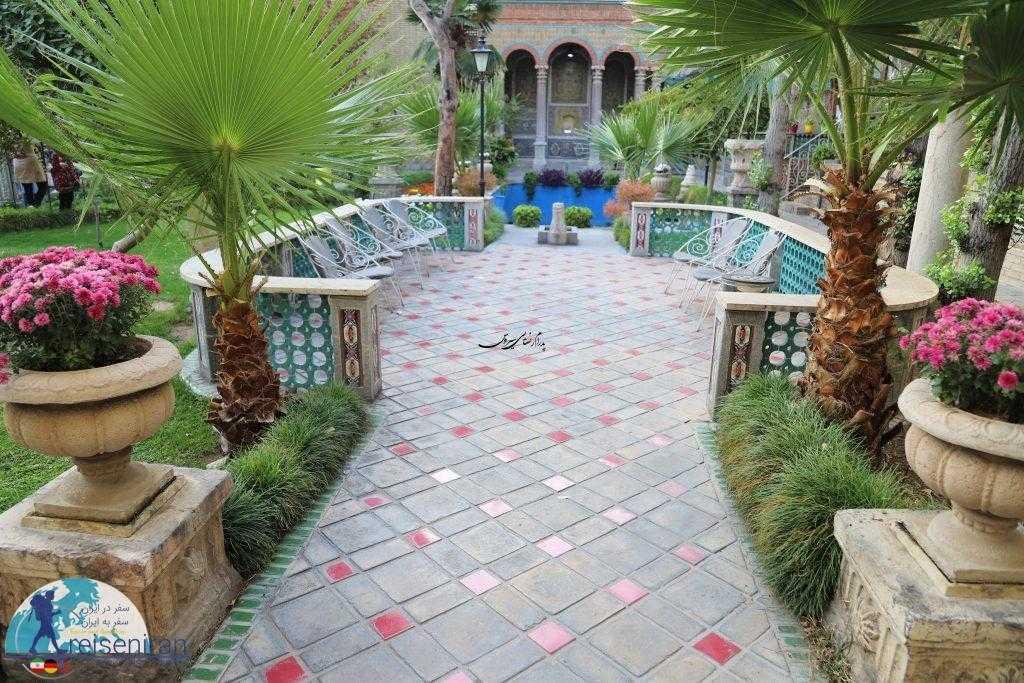 حیاط خانه موزه مقدم