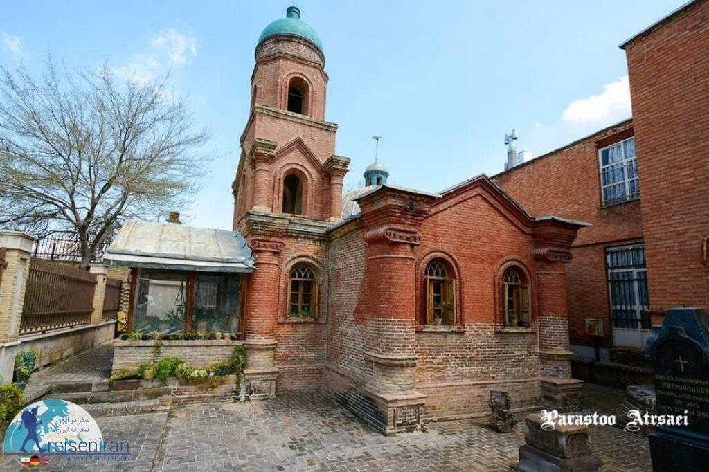 حیاط کلیسا کانتور قزوین