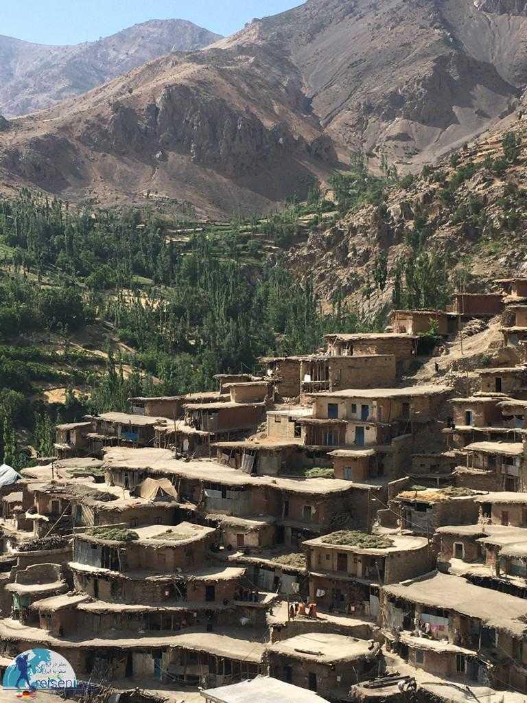 روستا سراقاسید در دل کوه