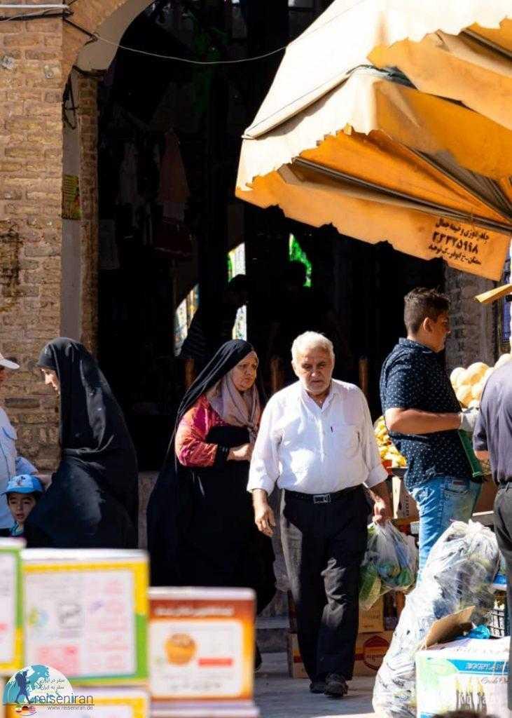 مردم در بازار سمنان
