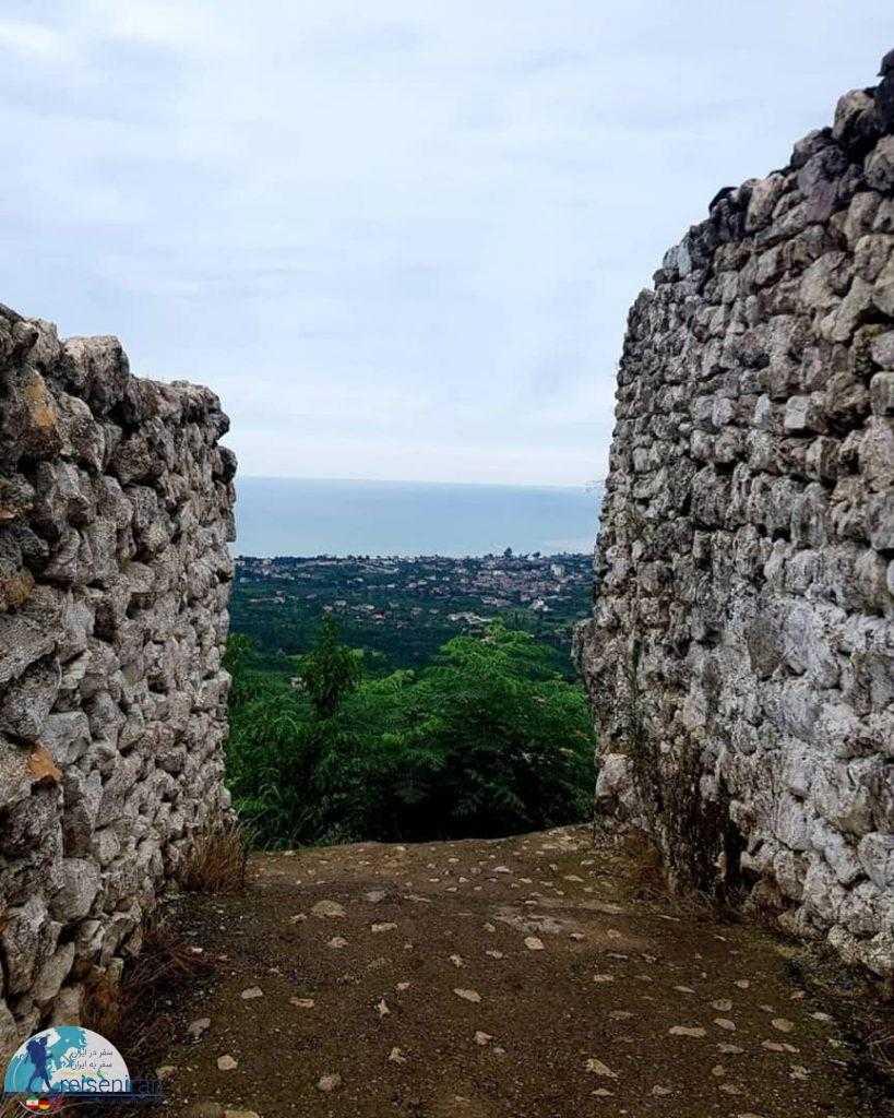 نمای شهر از قلعه مارکوه