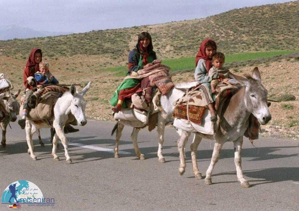 کودکان و بانوان در کوچ