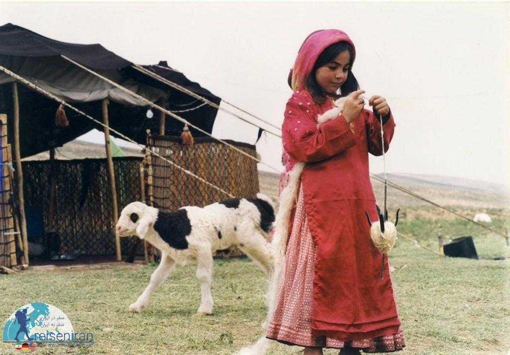 کودکی از قوم قشقایی