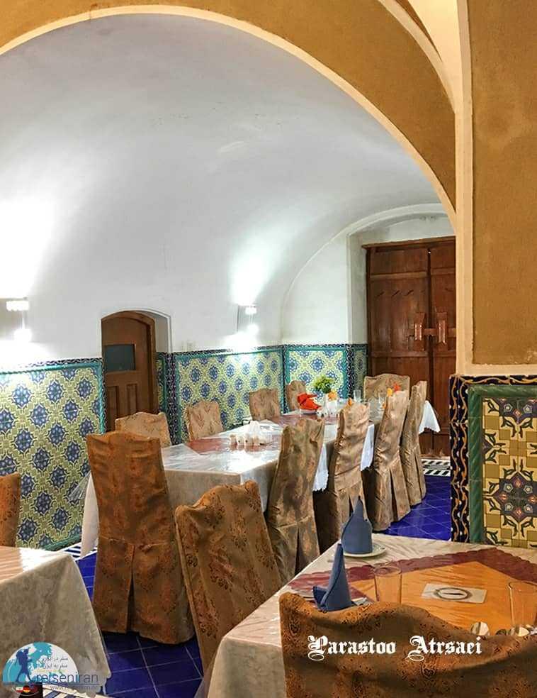 فضای رستوران هتل کاروانسرای مشیر