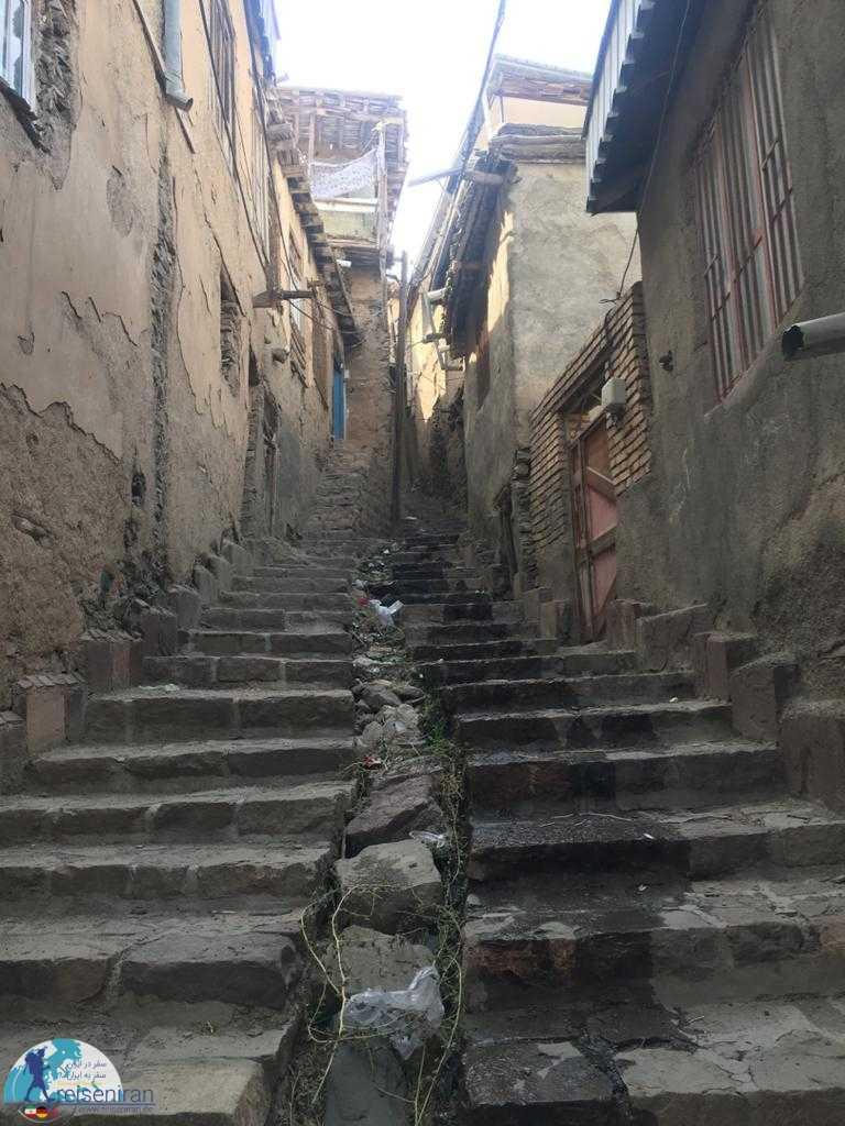 پله های روستا کنگ