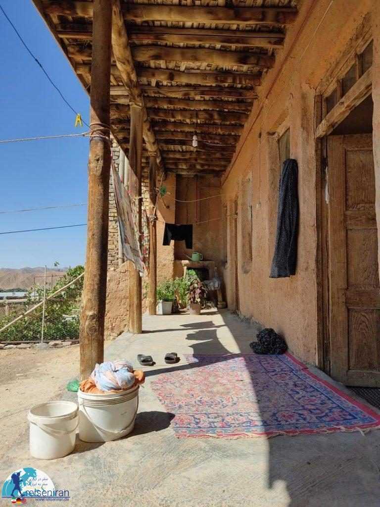 ایوان خانه روستایی