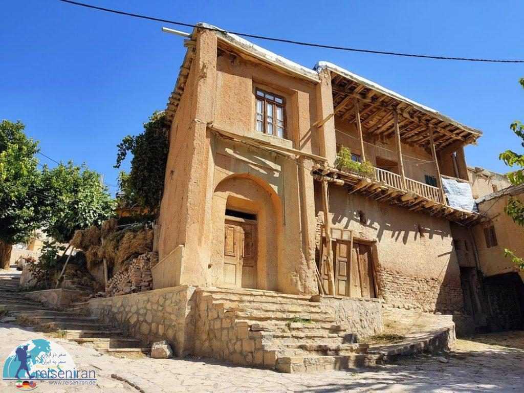 خانه ای در روستا روئین